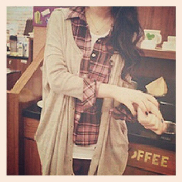 Photo taken at Starbucks by Ruth P. on 12/10/2012