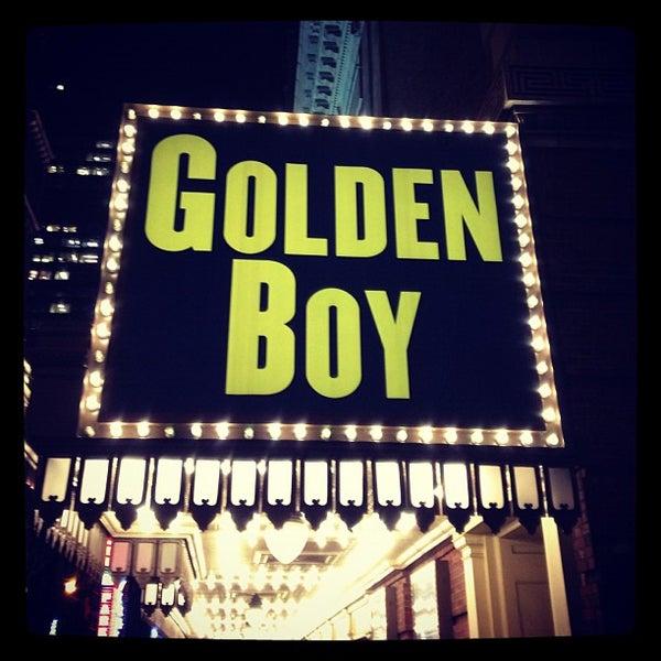 รูปภาพถ่ายที่ Belasco Theatre โดย Amanda D. เมื่อ 12/6/2012