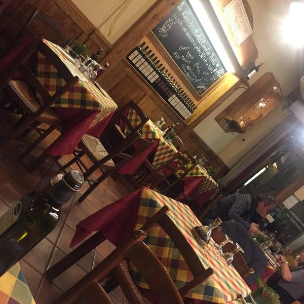 Foto tomada en Pizzeria O' Vesuvio Napoletana Forno Legna por Rana el 12/27/2016