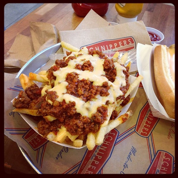 Photo taken at Schnipper's Quality Kitchen by Rosa J. on 1/31/2013