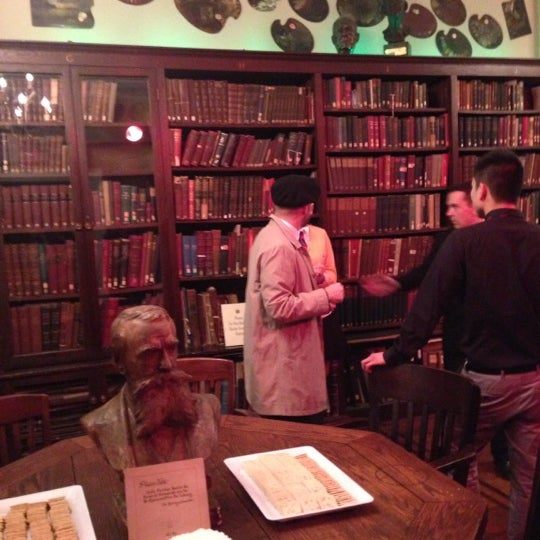 Photo taken at Salmagundi Club by Anna F. on 10/25/2012