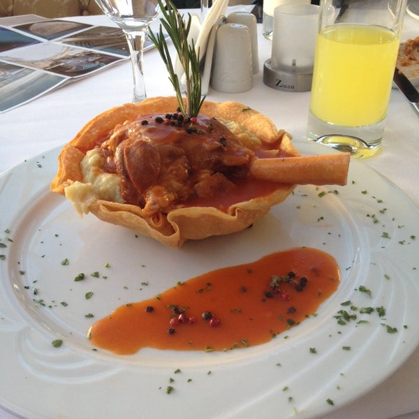 10/21/2013 tarihinde Ghada O.ziyaretçi tarafından Matbah Restaurant'de çekilen fotoğraf