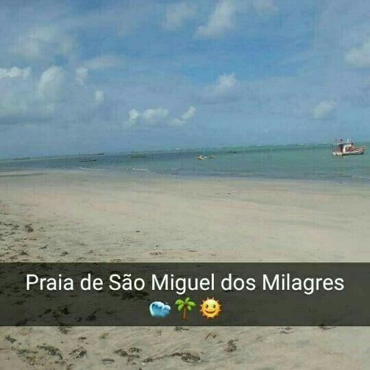 Foto tirada no(a) Praia de São Miguel dos Milagres por Magleibson B. em 4/15/2016