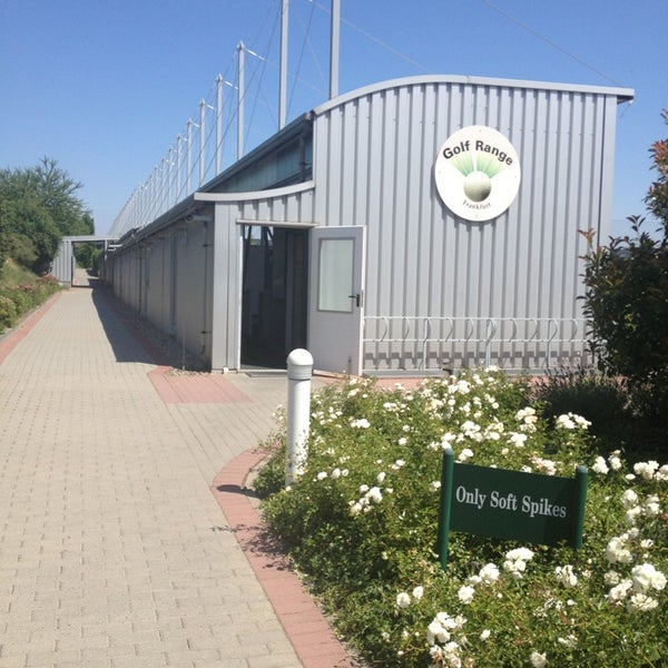Das Foto wurde bei Golf-Club Golf Range Frankfurt Bernd Hess e.K. von Lia am 7/20/2013 aufgenommen