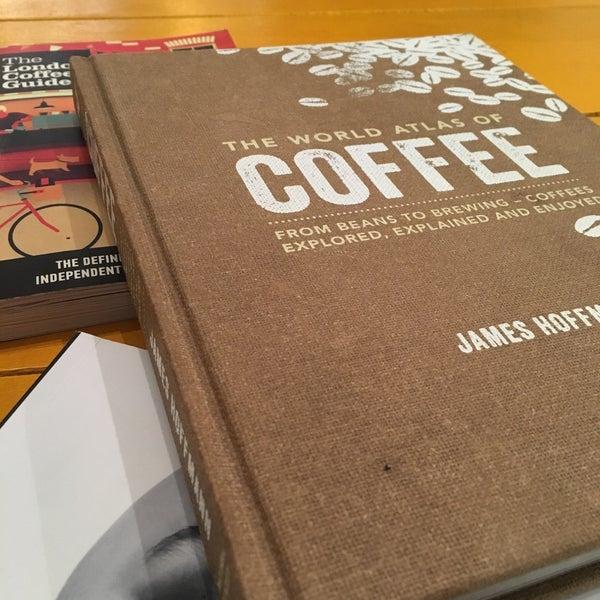 12/22/2015 tarihinde Tugceziyaretçi tarafından Manuel Deli & Coffee'de çekilen fotoğraf