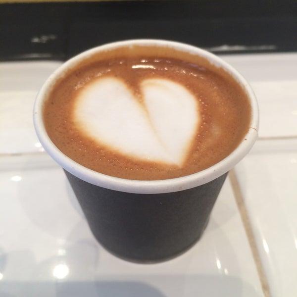 Foto scattata a Toby's Estate Coffee da Kate-Lynn il 6/29/2014