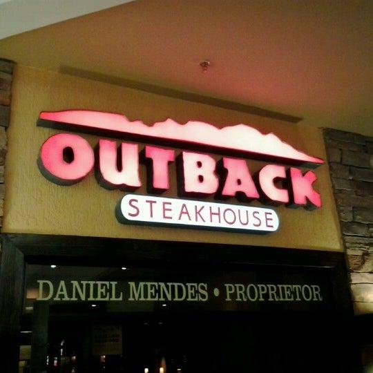 Foto tirada no(a) Outback Steakhouse por Diego P. em 9/23/2012