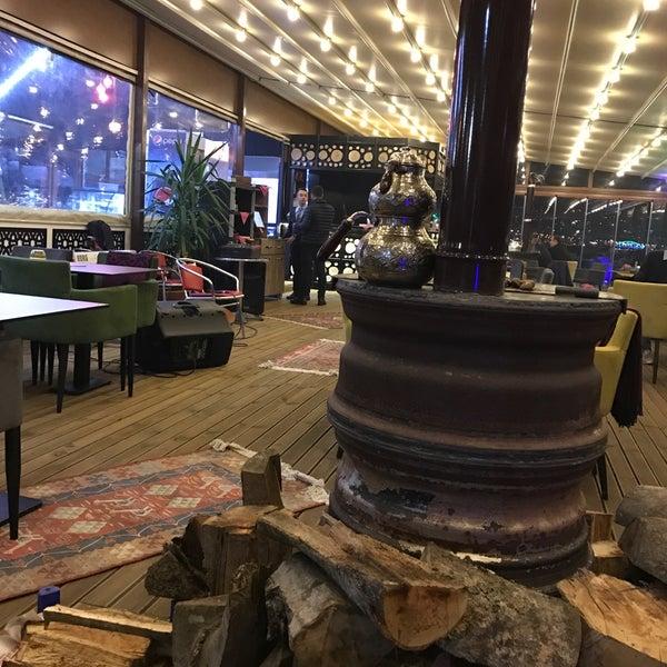 1/3/2017 tarihinde Yunus Emre O.ziyaretçi tarafından Taçmahal Et Balık Restorant'de çekilen fotoğraf