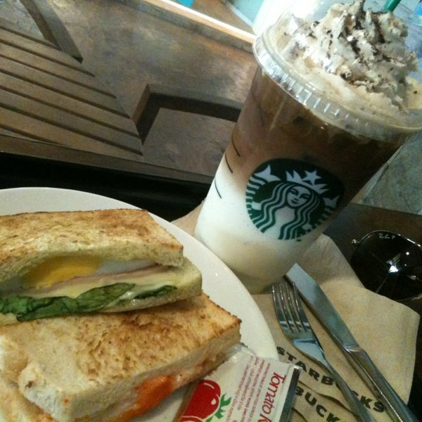 Photo taken at Starbucks by Mameawja on 3/6/2013