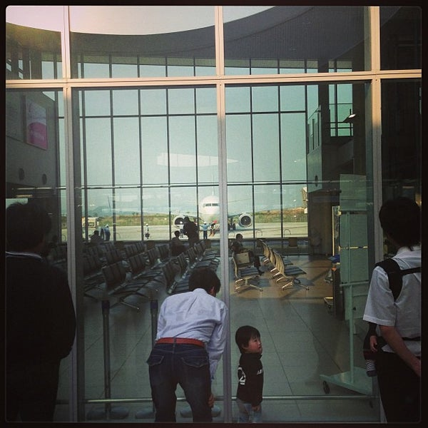 4/28/2013にo t.が岩国錦帯橋空港 / 岩国飛行場 (IWK)で撮った写真