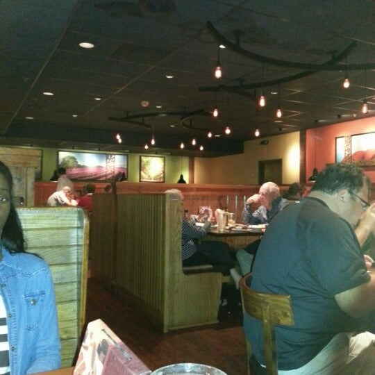Photo taken at Outback Steakhouse by Shay T. on 11/23/2012