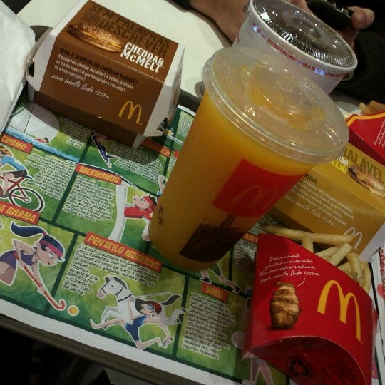 Photo taken at McDonald's by Paulo Z. on 9/28/2012
