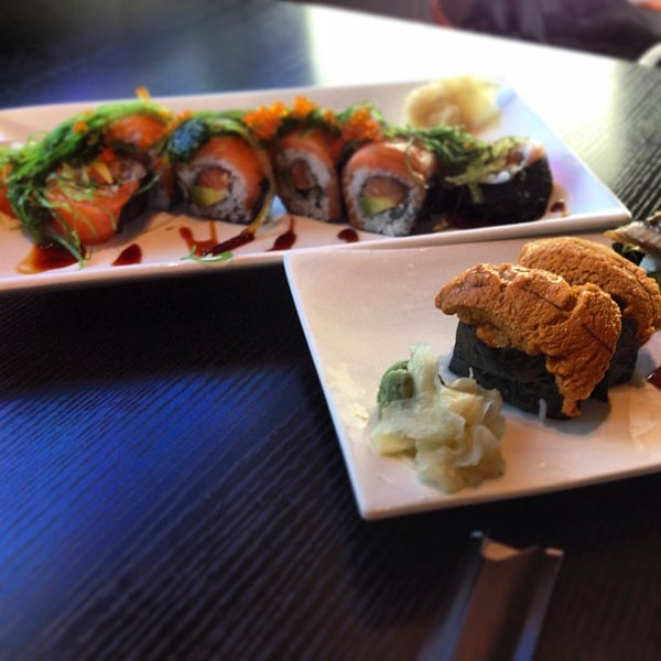 Photo prise au Sushi Delight par Weida D. le8/2/2013
