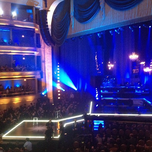 Photo taken at Hammerstein Ballroom by Darlyn P. on 9/21/2012
