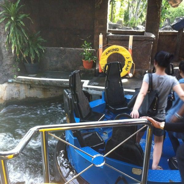 Foto scattata a Wahana Arung Jeram (River Raft Ride) da Puja Setiawan il 2/2/2013