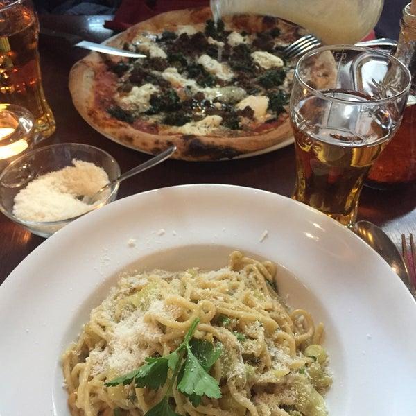 Also wir haben hier Pizza nr16 gegessen und Spagetti aioli war sehr lecker