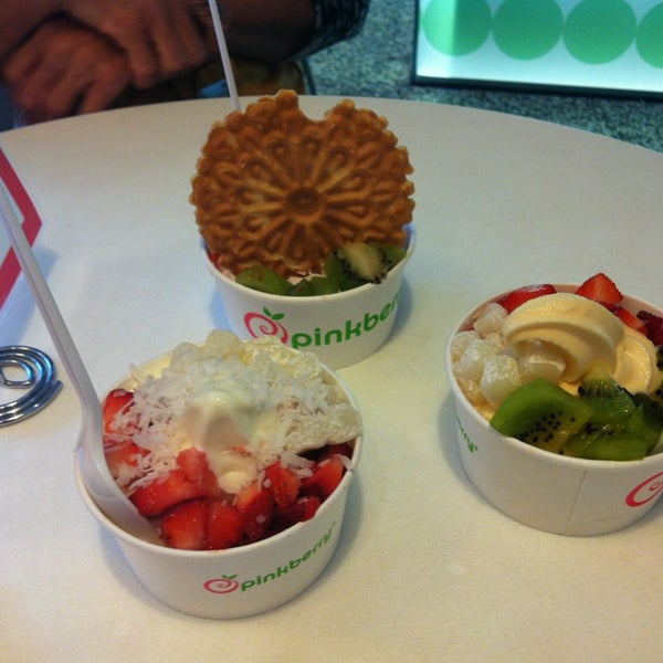 Photo taken at Pinkberry by Beth L. on 4/7/2013