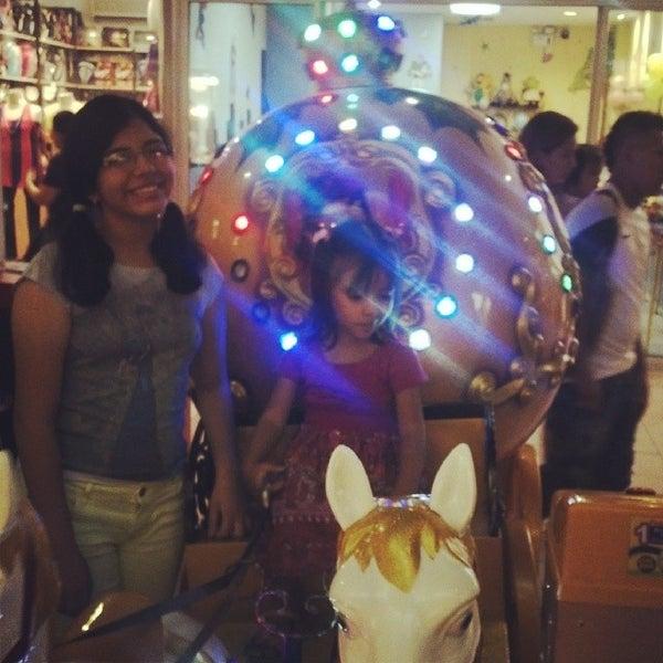 Foto tirada no(a) Mall del Sur por Marlon R. em 3/21/2014