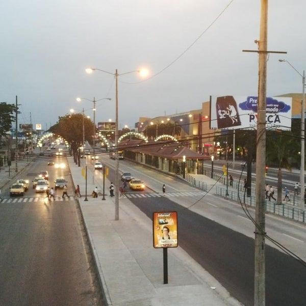 Foto tirada no(a) Mall del Sur por Marlon R. em 7/11/2013