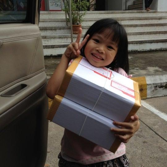 รูปภาพถ่ายที่ ไปรษณีย์ สายไหม โดย Orangeshop S. เมื่อ 10/1/2012