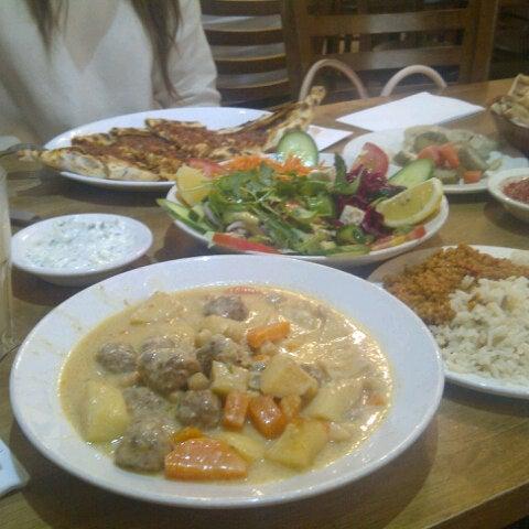 8/21/2013 tarihinde selin O.ziyaretçi tarafından Hala Restaurant'de çekilen fotoğraf