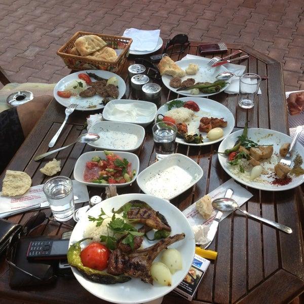 7/19/2013 tarihinde Nail P.ziyaretçi tarafından Koçlar Restaurant ve Dinlenme Tesisi'de çekilen fotoğraf