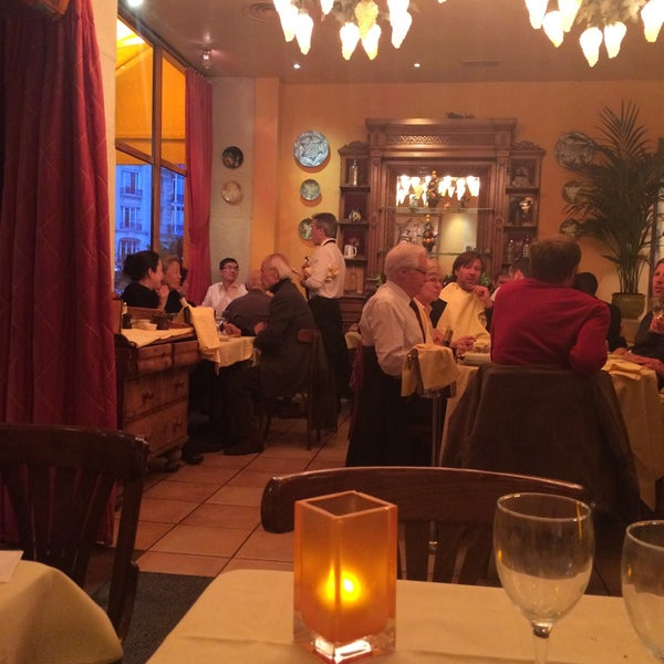 Photo taken at Le Bistrot du Dôme by Yulia P. on 4/29/2015