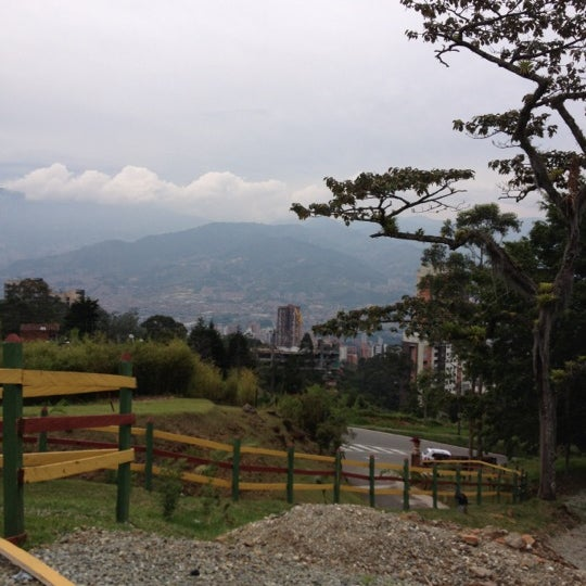 Foto tomada en Marmoleo por Ana V. el 11/11/2012