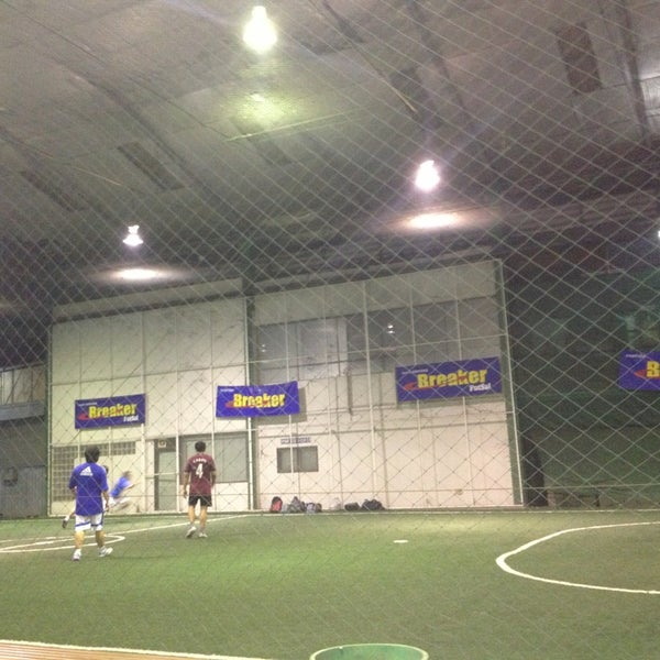 Photo taken at SD Indoor Soccer by tonnam n. on 2/12/2013