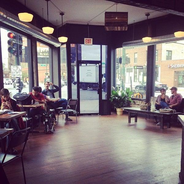Foto tomada en Gaslight Coffee Roasters por Megan B. el 9/28/2012