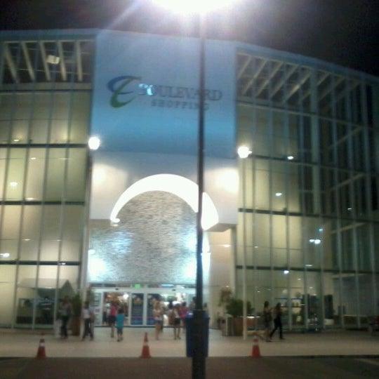 Foto tirada no(a) Boulevard Shopping Campos por Luciano P. em 11/7/2012