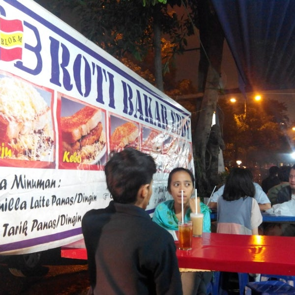 Photo taken at Roti Bakar Eddy by Franz S. on 7/21/2013