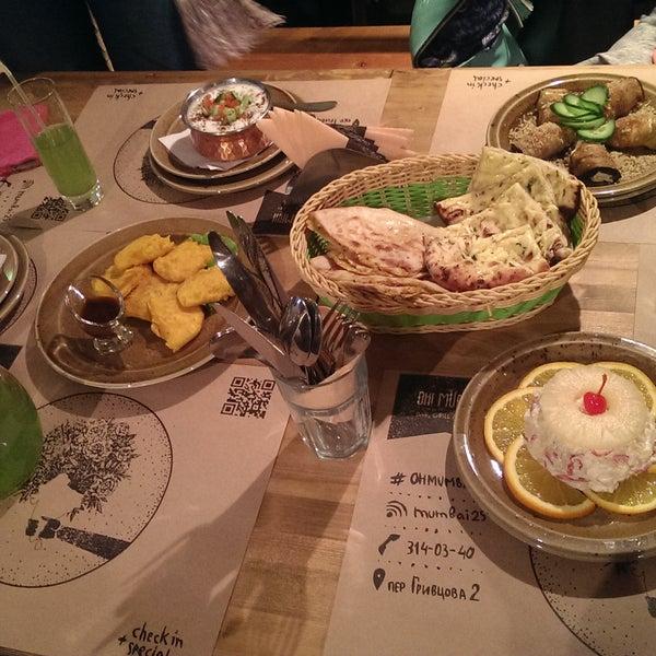 Первый раз была в индийском ресторане. Очень уютно, вкусно. Советую взять мятный лимонад, жареный сыр, попробовать лепешки и карри. Наверно еще много всего вкусного там есть, остальное не пробовала.