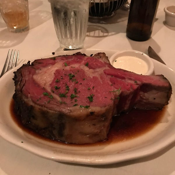 Photo taken at Kreis' Steakhouse by Minhjamin H. on 4/19/2017