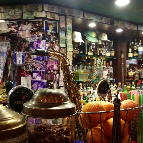 6/6/2013 tarihinde Vera R.ziyaretçi tarafından Cozy Bar&Restaurant'de çekilen fotoğraf