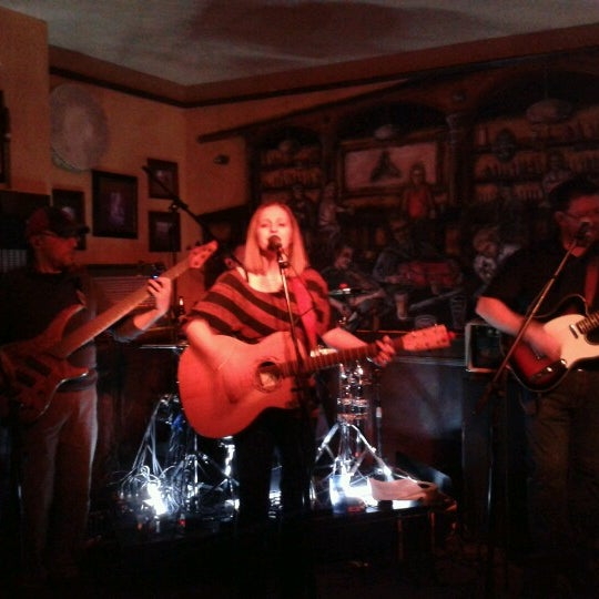 Foto scattata a The Old Triangle Irish Alehouse da Chris A. il 12/8/2012