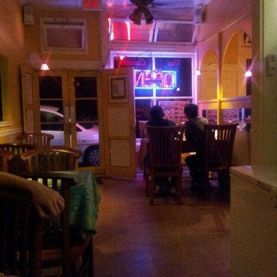 Foto tomada en Naung Mai Thai Kitchen por Sustainable I. el 10/19/2012