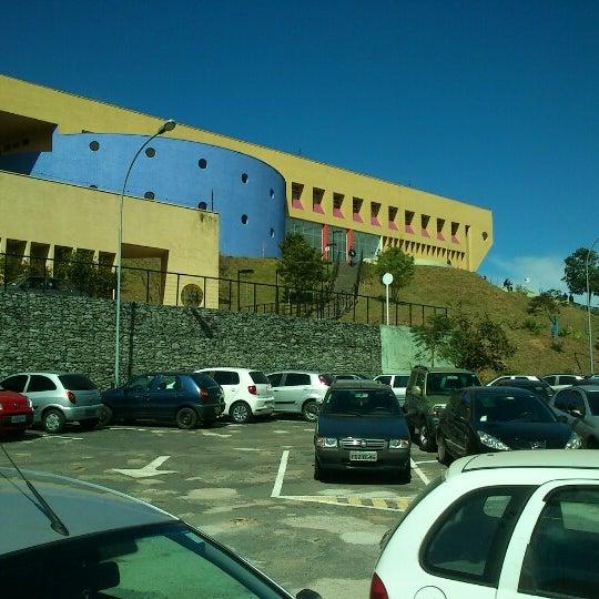 Снимок сделан в PUC Minas пользователем Jaime J. 9/27/2012