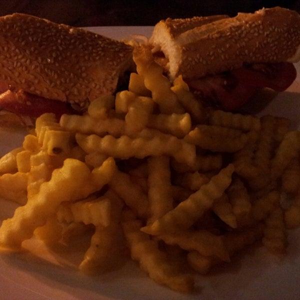Foto tirada no(a) Restaurante Catarina631 por Isabela V. em 2/5/2014