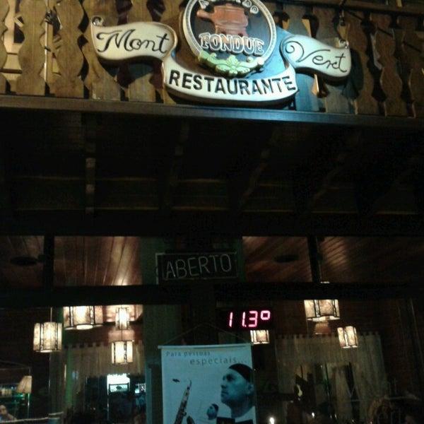Foto tirada no(a) Restaurante Mont Vert por Cleusa F. em 4/21/2013