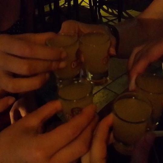 รูปภาพถ่ายที่ Körfez Bar โดย Ebru B. เมื่อ 6/26/2013