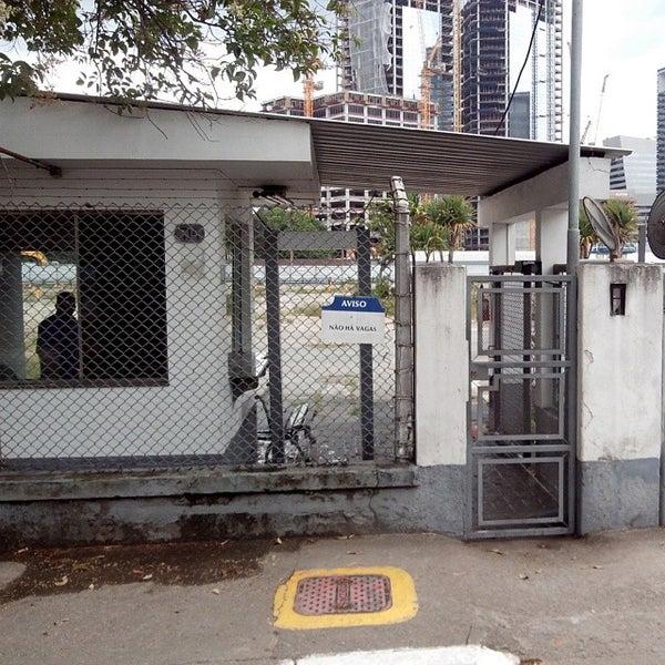 Foto tirada no(a) Obras Parque da Cidade por Marco Antonio A. em 12/25/2013