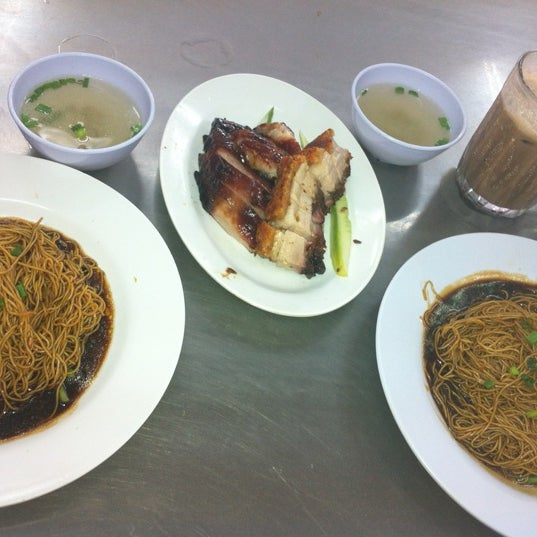 Photo taken at Restoran Chan Meng Kee (陈明记面家) by Henry T. on 11/23/2012