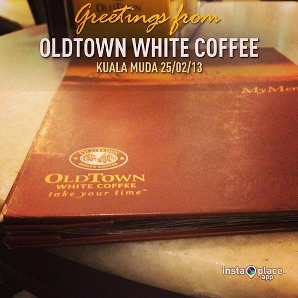 Photo taken at OldTown White Coffee by Asyraf K. on 2/25/2013