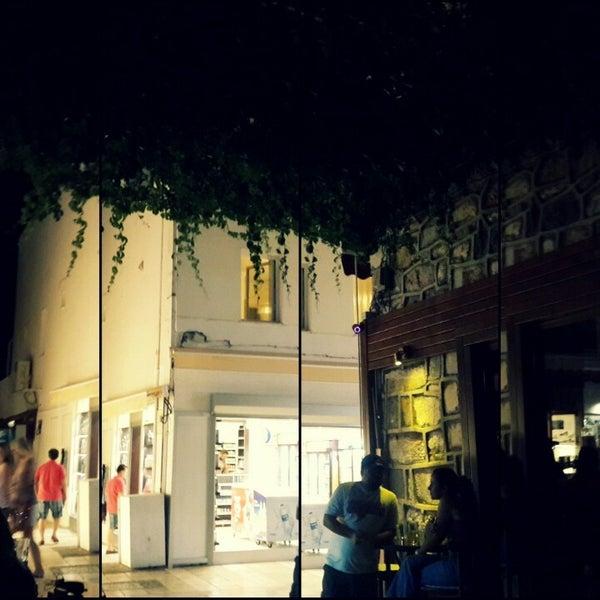 รูปภาพถ่ายที่ Körfez Bar โดย Nehir Y. เมื่อ 5/23/2013