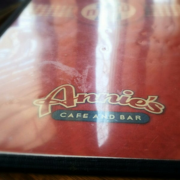 Снимок сделан в Annie's Cafe & Bar пользователем Ohmer S. 4/14/2014