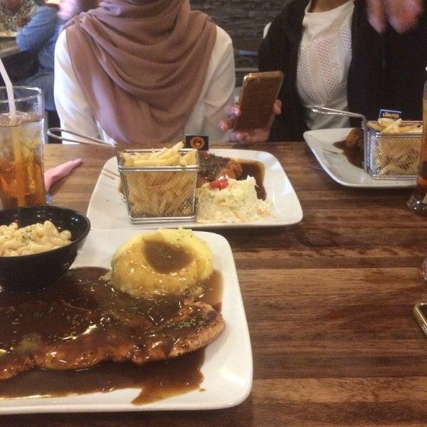 Photo taken at LeBOSS Restaurant by Farhanah F. on 1/27/2017