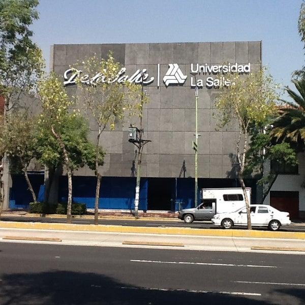 Foto tomada en Universidad La Salle por Manuel D. el 3/23/2013