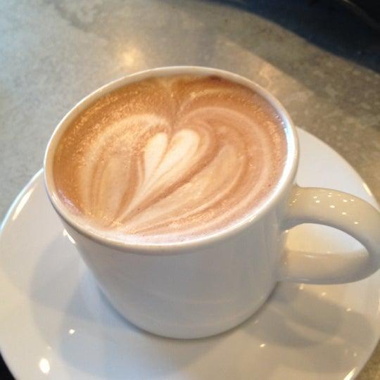 Foto tomada en Gaslight Coffee Roasters por Becky C. el 10/21/2012