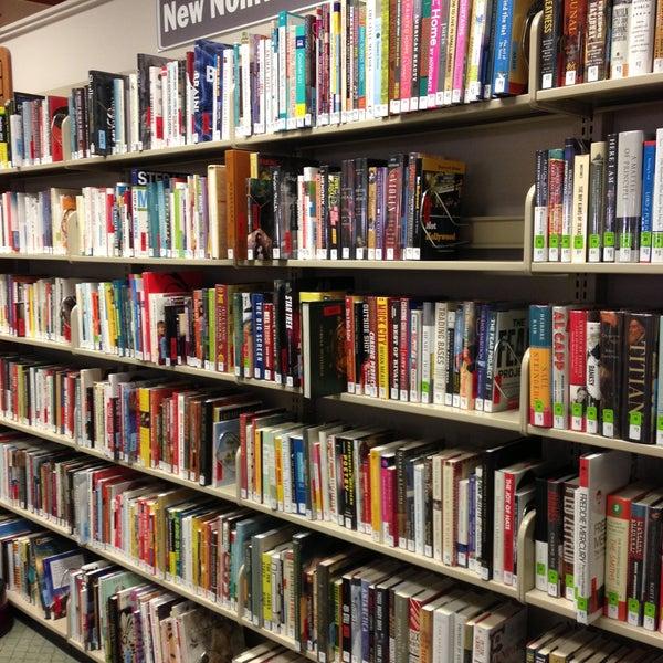 Das Foto wurde bei Geneva Public Library District von Ellen A. am 5/14/2013 aufgenommen